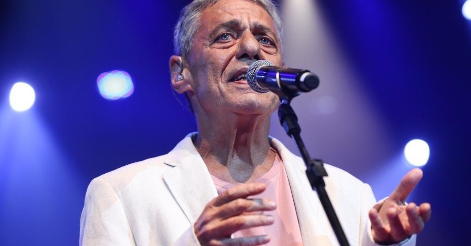 14.fev.2017 - Chico Buarque cantou no Show de Verão da Mangueira no Rio de Janeiro, no Vivo Rio