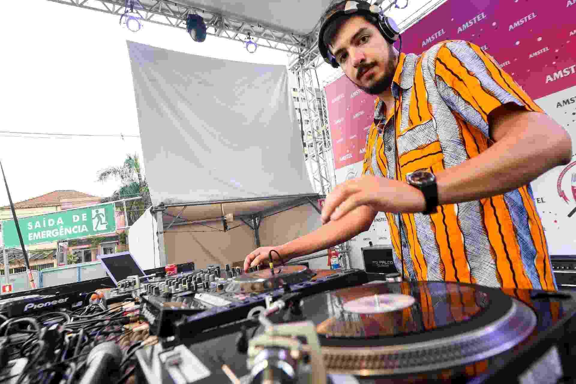 DJ Formiga foi uma das atrações da Casa da Confraria do Pasmado nesta segunda-feira - Flavio Moraes/UOL