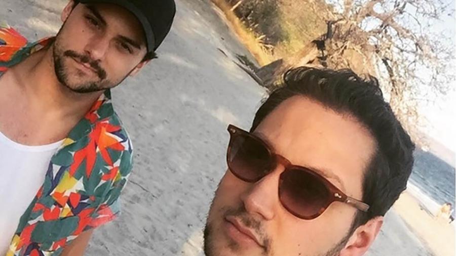 Os atores Jack Falahee e Matt McGorry em foto na Costa Rica após perderem o Carnaval no Brasil  - Reprodução/Instagram