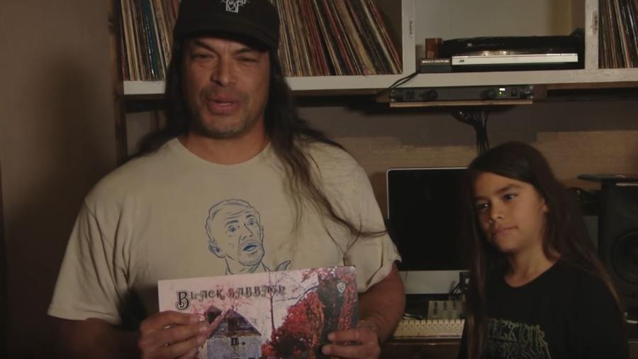 Robert Trujillo e o filho Tye Trujillo conversam sobre LPs antigos - Reprodução/YouTube