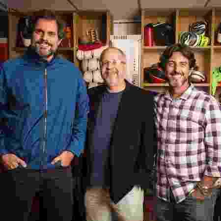"""Emanuel Jacobina (no centro) com os diretores Leonardo Nogueira e Adriano Melo; ele foi o autor desta temporada de """"Malhação"""" - João Miguel Júnior/Globo"""