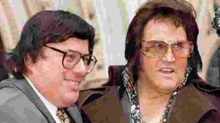 Sid Shaw (à esquerda) é dono de um dos principais sites de vendas de produtos licenciados de Elvis  - PA - PA