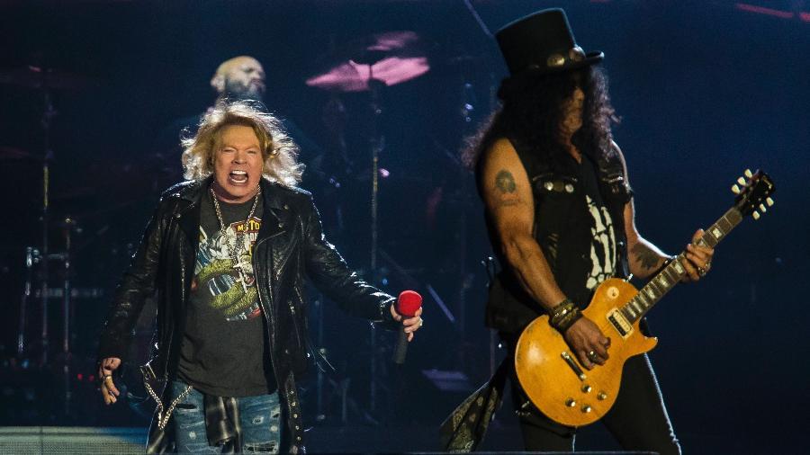 """Slash e Axl Rose estão em turnê pelo mundo há dois anos com o Guns N""""Roses. Em 2017, o grupo se apresentou no Rock in Rio - Bruna Prado/UOL"""