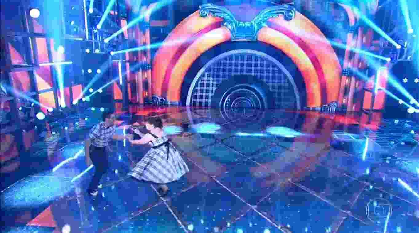 """Mariana Xavier participa da """"Dança dos Famosos"""" no """"Domingão do Faustão"""" ao lado do dançarino Leo Santos - Reprodução/Globo"""