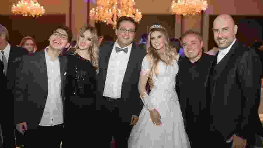 Gugu no casamento de Douglas Tavolaro (à dir.) e Raíssa, em 2017; do lado esquerdo, Geraldo Luís - Roberto Tamer/Arquivo Pessoal
