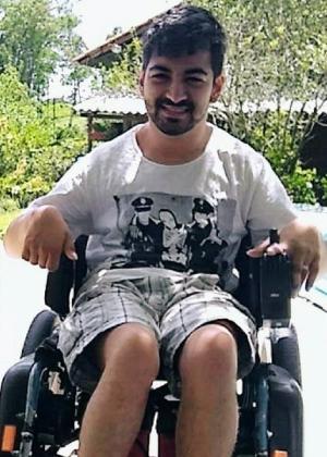 O estudante André Nunes Nachtigall, que tem paralisia cerebral: veículo adaptado bancado por youtuber não foi entregue por empresa