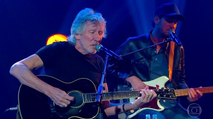 O cantor Roger Waters se apresenta durante o Fantástico neste domingo (14) - Reprodução