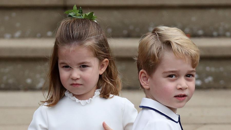 Princesa Charlotte e príncipe George durante o casamento da princesa Eugenie - AFP