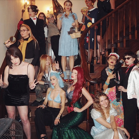 Taylor Swift e as amigas encarnaram suas heroínas de infância para o Ano-Novo - Reprodução/Instagram