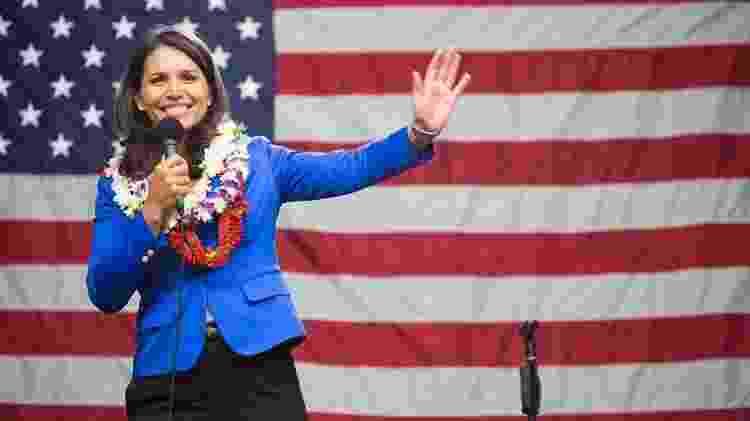 Mais jovem entre as candidatas, a deputada pelo Havaí é ex-integrante da Guarda Nacional e serviu numa unidade médica no Iraque e no Kuwait nos anos 2000 - Arquivo Pessoal