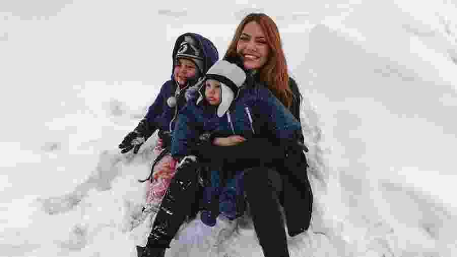 Sarah Poncio e Jonathan Couto levam filhos para curtir neve no Chile - reprodução/Instagram
