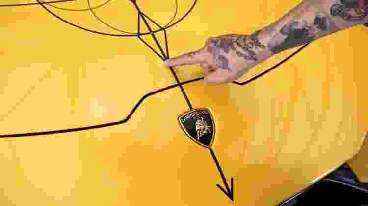 Grafismos simétricos fizeram a fama do tatuador entre celebridades - Divulgação