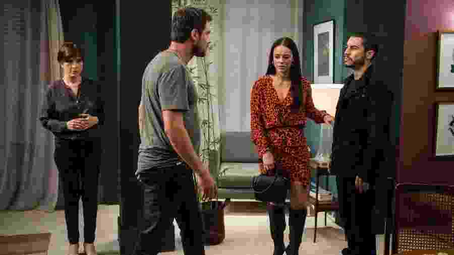 """Natália do Vale, Sergio Guizé, Paolla Oliveira e Lee Taylor em cena de """"A Dona do Pedaço"""" - Estevam Avellar / TV Globo"""