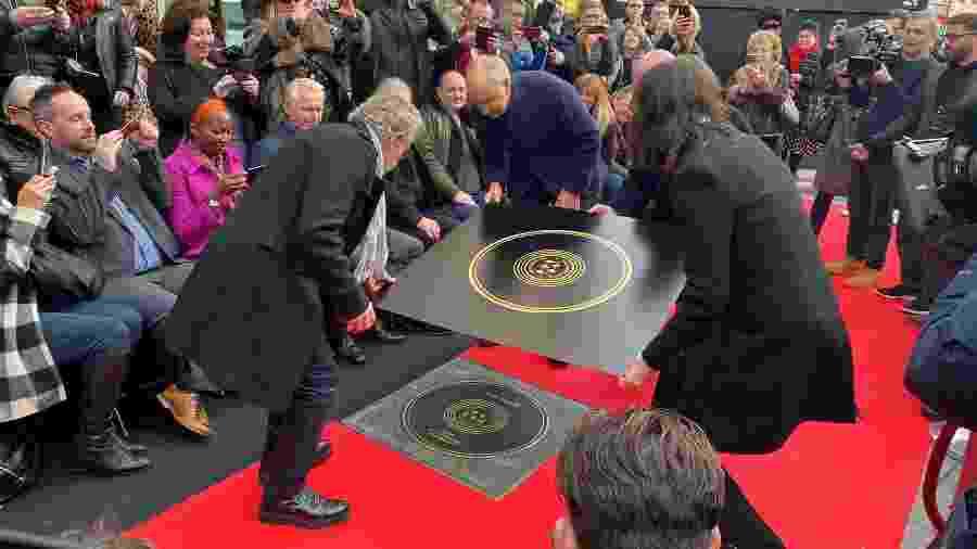 Pete Townshend e Roger Daltrey, do The Who, inauguram placa na Calçada da Fama da Música em Londres - Marissa Davison/Reuters