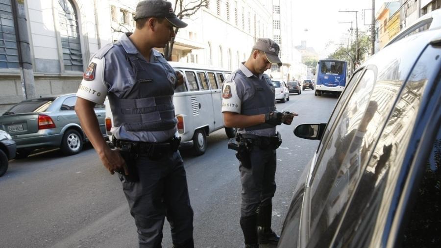 Policiais militares atuam no trânsito - Joel Silva/Folhapress
