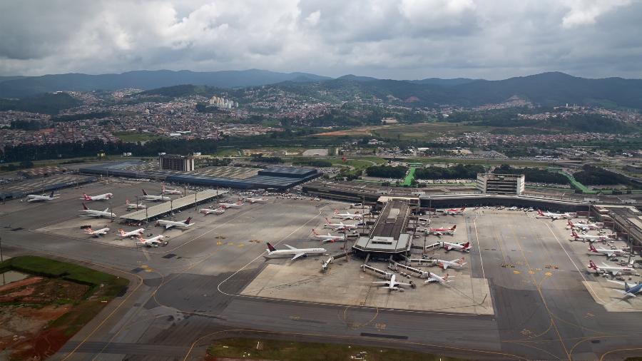Vista aérea do aeroporto de Guarulhos, em São Paulo - Getty Images