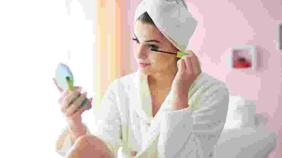Ter uma maquiagem completa ajuda disfarçar uma carinha de cansaço ou ressalta ainda mais seus traços - Getty Images/Gallo Images ROOTS