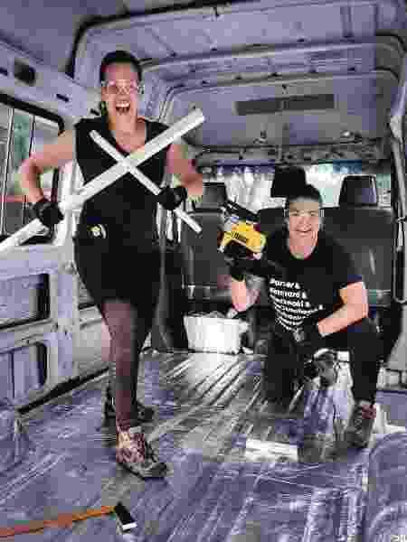 Fernanda e Noelma compraram um microonibus para transformar em um motorhome para cruzar as Américas - Arquivo pessoal - Arquivo pessoal