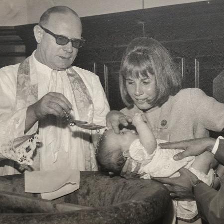 Renata Sorrah no batizado da sobrinha e afilhada, Deborah Evelyn - Reprodução/Instagram