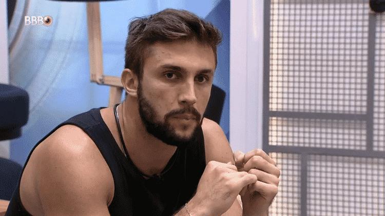BBB 21: Arthur diz que não revelará o voto em Gilberto para o brother - Reprodução/Globoplay - Reprodução/Globoplay