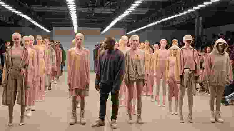 Desfile da marca Yeezy, criada por Kanye West, em 2015 - Getty Images