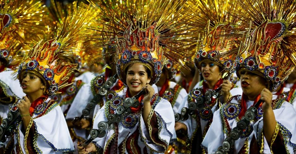 6.fev.2016 - Ala da Águia de Ouro na primeira noite de desfile do Carnaval de São Paulo