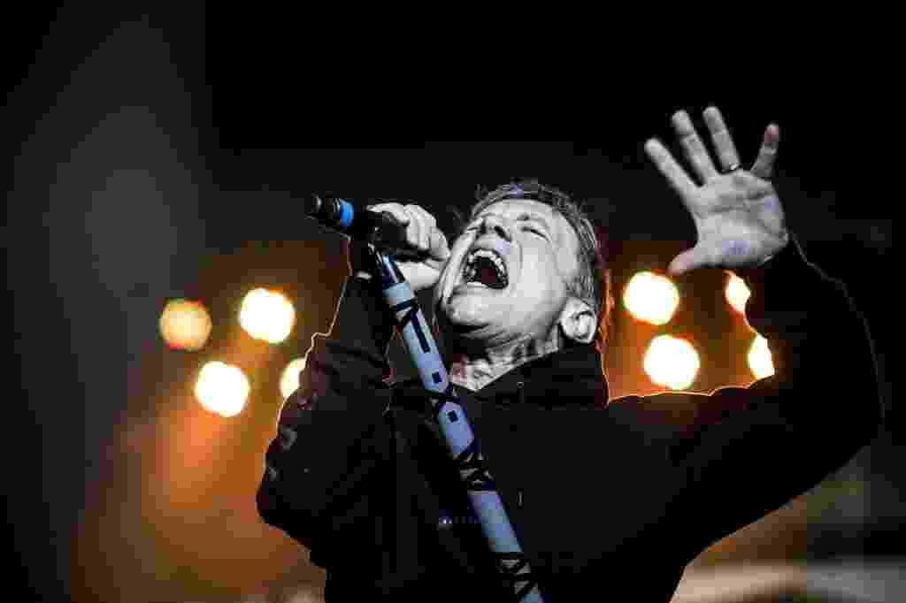 26.mar.2016 - Bruce Dickinson se apresenta com o Iron Maiden para público de 41 mil pessoas no Allianz Parque, em São Paulo - Lucas Lima/UOL