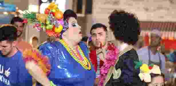 Valéria Sândalo e Rodrigo Dorado homenageiam Carmen Miranda e Cauby Peixoto na estreia do clipe ?Língua solta?, nesta terça-feira, em ?Cúmplices de um Resgate?, no SBT - Rodrigo Belentani/SBT - Rodrigo Belentani/SBT