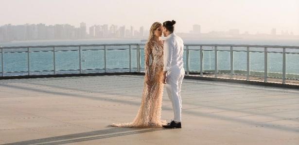 Wesley Safadão e Thyane Dantas posam juntos após se casarem no civil, em Fortaleza - Divulgação