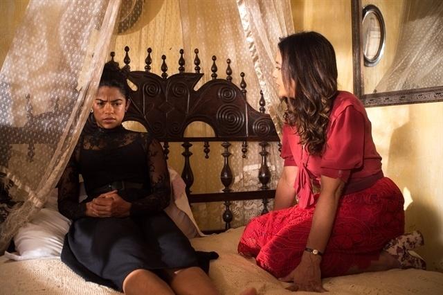 Luzia é consolada por Beatriz após se divorciar de Santo