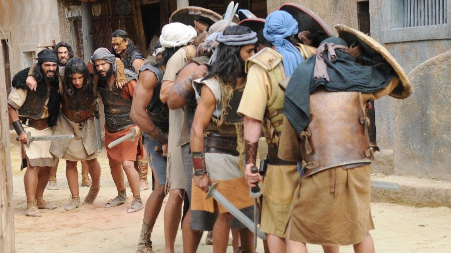 Hebreus se ferem em batalha contra os cananeus - Munir Chatack/ Record