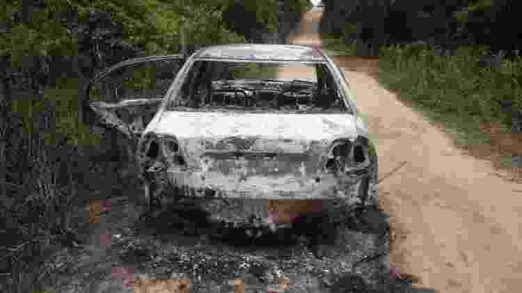 Carcaça do carro onde foi encontrado o corpo da cantora Loalwa Braz, em Saquarema (RJ) - Antônio Carlos/Futura Press/Estadão Conteúdo - Antônio Carlos/Futura Press/Estadão Conteúdo