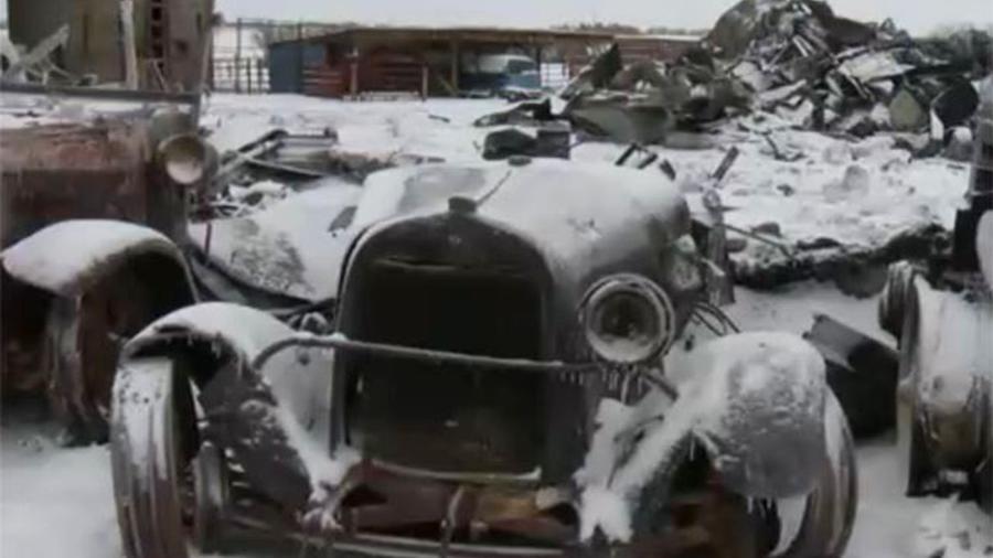 Proprietário dos carros afirma ter dedicado 45 anos de trabalho para montar acervo e conservar clássicos - Reprodução