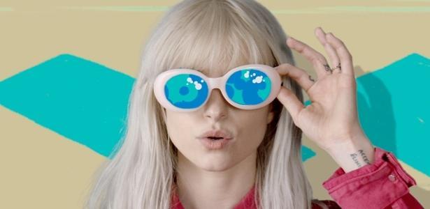 """Paramore lança clipe de """"Hard Times"""""""