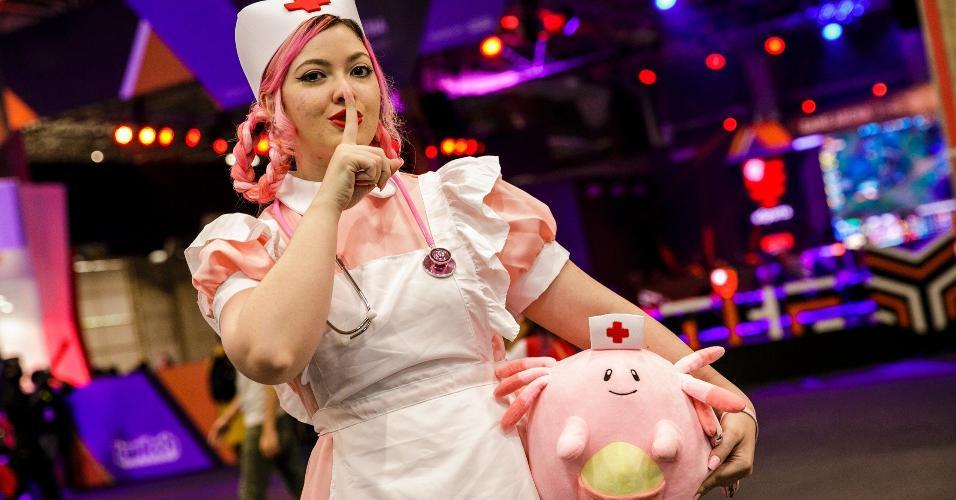 Enfermeira Joy pede silêncio nos corredores da CCXP