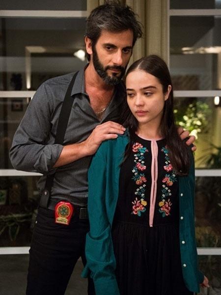 """Vinícius (Flavio Tolezani) e Laura (Bella Pietro) em """"O Outro Lado do Paraíso"""" - Raquel Cunha/Divulgação/TV Globo"""