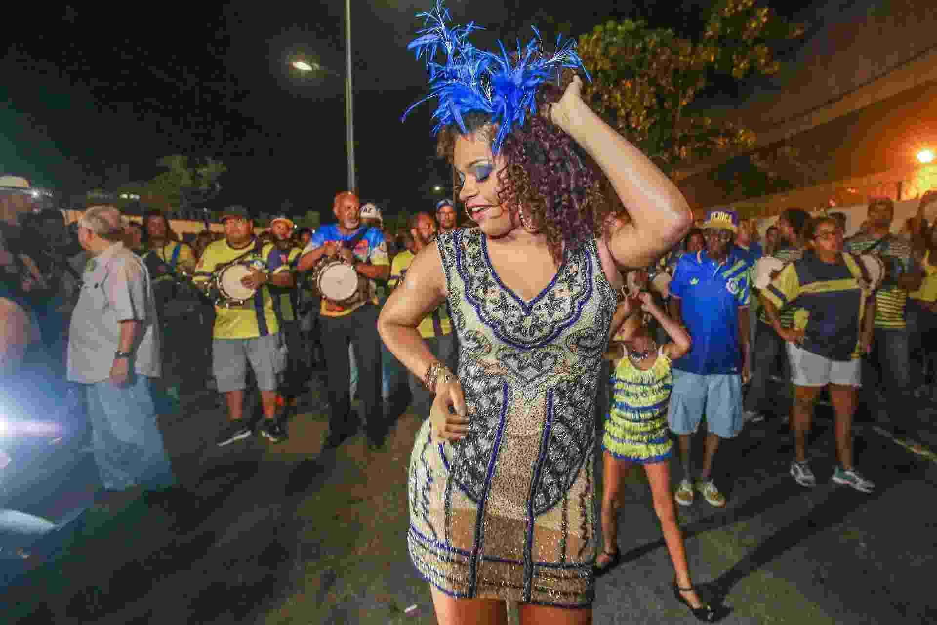 A rainha da bateria, Juliana Alves, com a Unidos da Tijuca, em ensaio técnico no centro do Rio de Janeiro, nesta quinta (1) - Marco Antonio Teixeira/ UOL