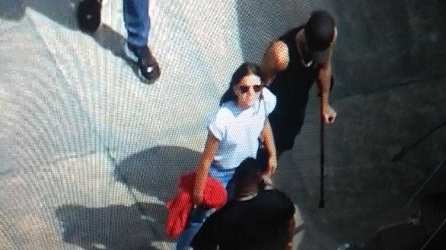 Bruna Marquezine embarca em jatinho com Neymar após o jogador ter alta hospitalar - Reprodução/Globo News