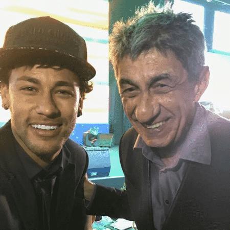O cantor Fagner ao lado de Neymar - Reprodução
