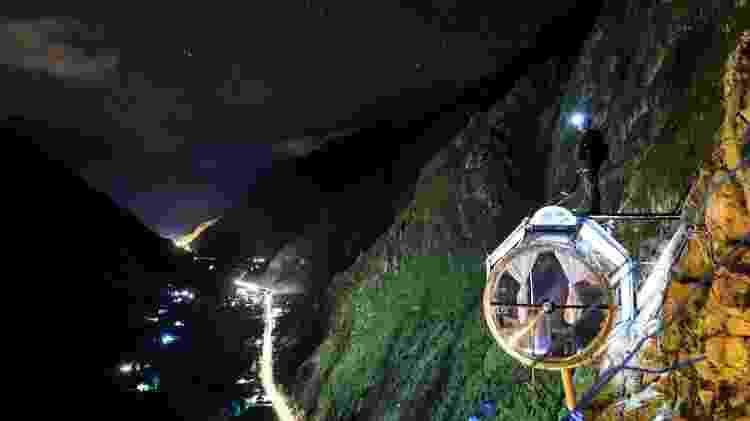 Visão noturna e estrelada da paisagem que cerca as Skylodge Adventure Suites, no Peru - Divulgação/Natura Vive - Divulgação/Natura Vive