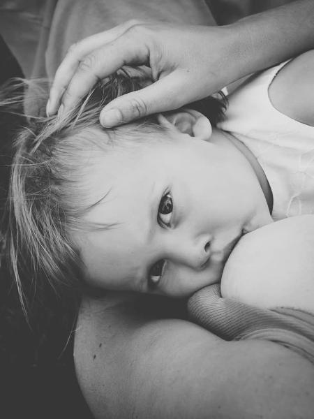 Amamentação tardia  - Reprodução/Instagram/Sarah Everett Photography