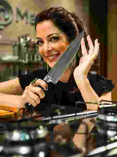 """A apresentadora Ana Paula Padrão no cenário do """"Master Chef"""", um dos raros formatos que funcionam - Eduardo Anizelli/Folhapress"""