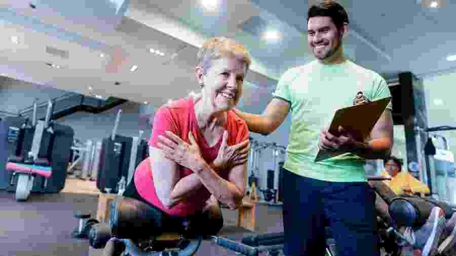 O profissional de educação física tem papel importante para ajudar as pessoas a encontrarem prazer no exercício - iStock