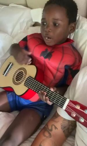 Bless canta em homenagem ao Flamengo