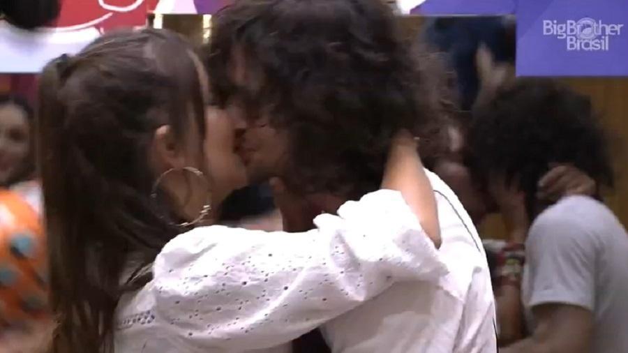 BBB 21: Fiuk e Thaís se beijam em festa - Reprodução/Globoplay