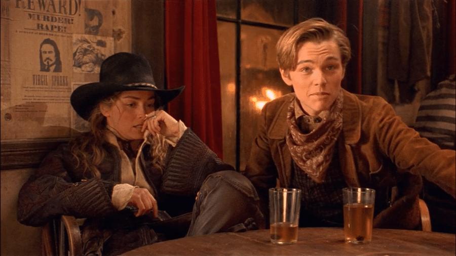 """Sharon Stone e Leonardo DiCaprio em cena de """"Rápida e Mortal"""" (1995) - Reprodução"""