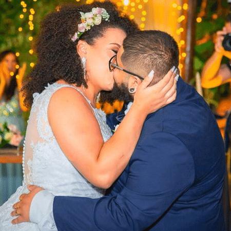 Depois de dois anos de relacionamento, Victor e Kathleen deram no altar o primeiro beijo desde o início do relacionamento - Arquivo pessoal