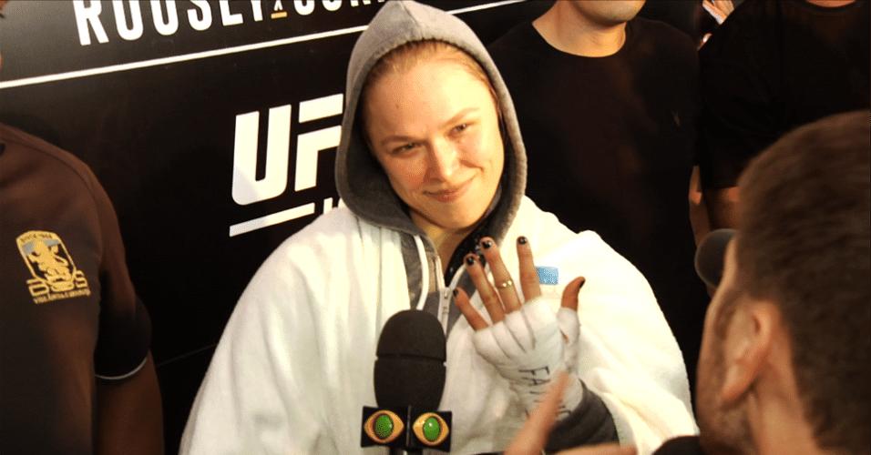 Ronda Rousey mostra que anel de