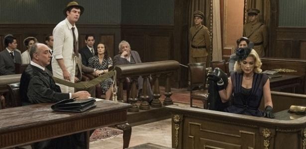 Sandra se desespera e nega que seu ex-amante esteja falando a verdade durante julgamento - Renato Rocha Miranda/TV Globo