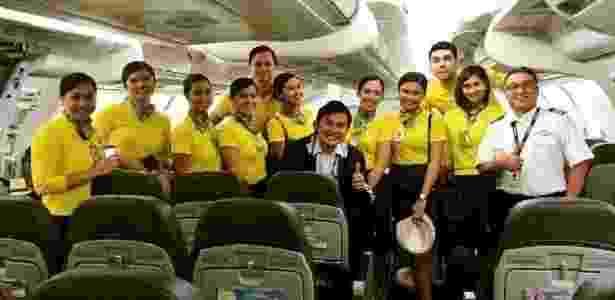 Comissários da Cebu Pacific que ajudaram no trabalho de parto na aeronave - Divulgação/Cebu Pacific - Divulgação/Cebu Pacific